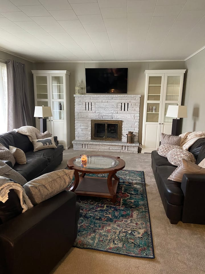 Quaint and Cozy -your home away from home!