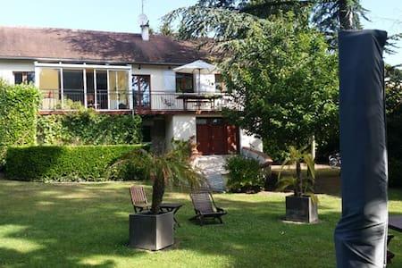Magnifique maison sur les bords de l'Oise - Auvers-sur-Oise - Rumah