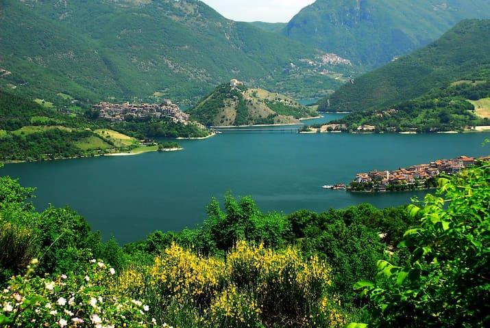 Agriturismo Le Cascine Lago Turano - Castel di Tora - Apartemen