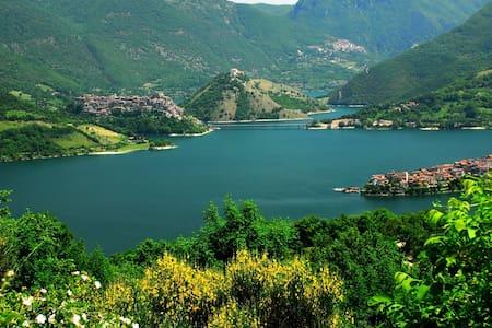 Agriturismo Le Cascine Lago Turano - Castel di Tora - 公寓