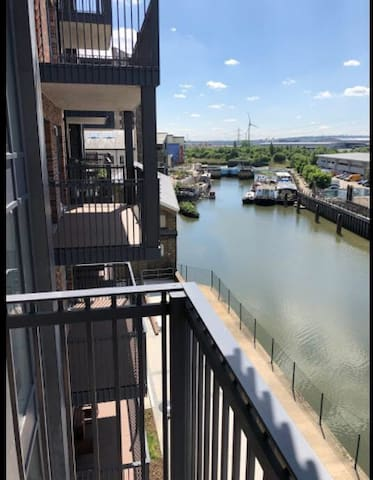 Brand new river view apartment Barking/Stratford