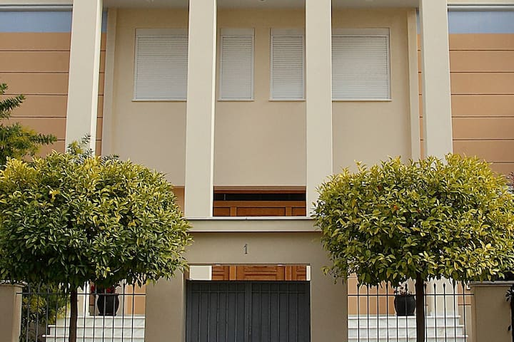 Unique maisonette in Glyfada - Perfect location - Glifada - Haus
