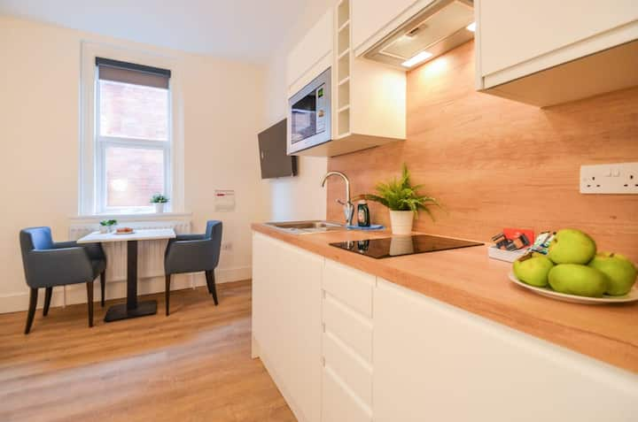 The Sydney at The New Talbot Aparthotel - LARGE STUDIO FLAT WITH WIFI - Close to local amenities