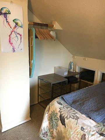 Private Room - closet area