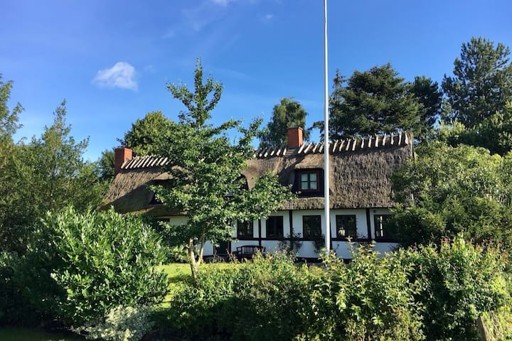 Restored thatched 18th century farmhouse