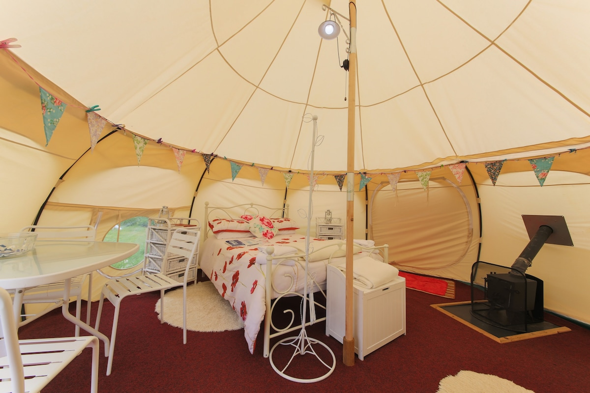 & Poppy 5 meter family tent - Tents for Rent in Edmonton United Kingdom