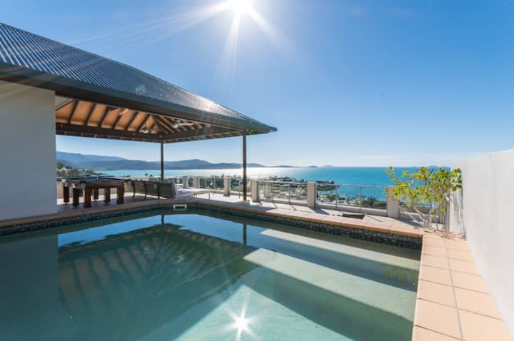 BEST VIEWS IN AIRLIE WITH PRIVATE ROOFTOP AND POOL
