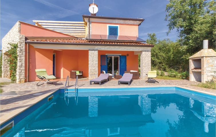 Holiday cottage with 3 bedrooms on 135 m² in Vilanija