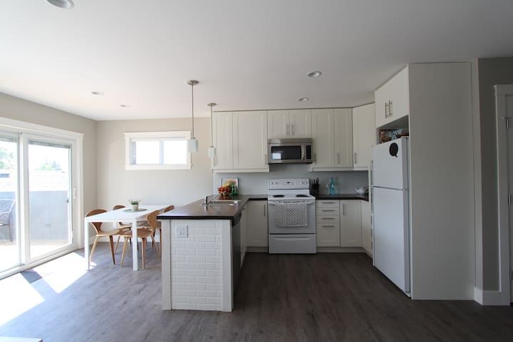 New private 2BD with mountain views - Kelowna - Hus