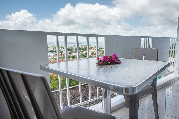 Studio avec balcon superbe vue mer