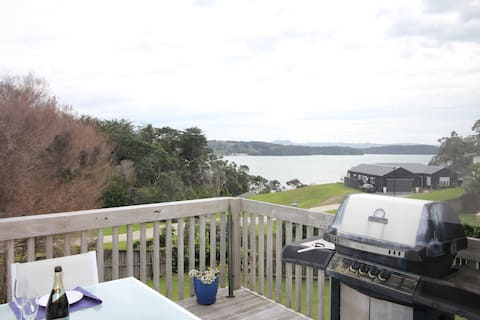 Snells Beach, 1 bedroom house with sea view.