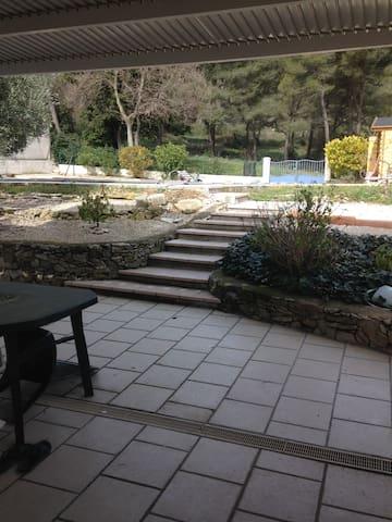 T2 indépendant dans maison individuelle + piscine - Lamanon - Casa