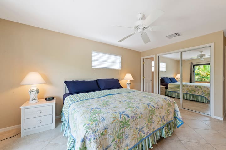 BEST VACATION HOME - 450ft to beach, pool, canal