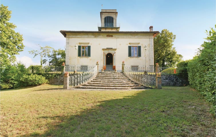 Holiday cottage with 8 bedrooms on 450 m² in Borgo San Lorenzo FI