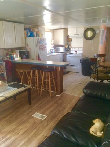 Charming 2 bdr 1 bth mobile home