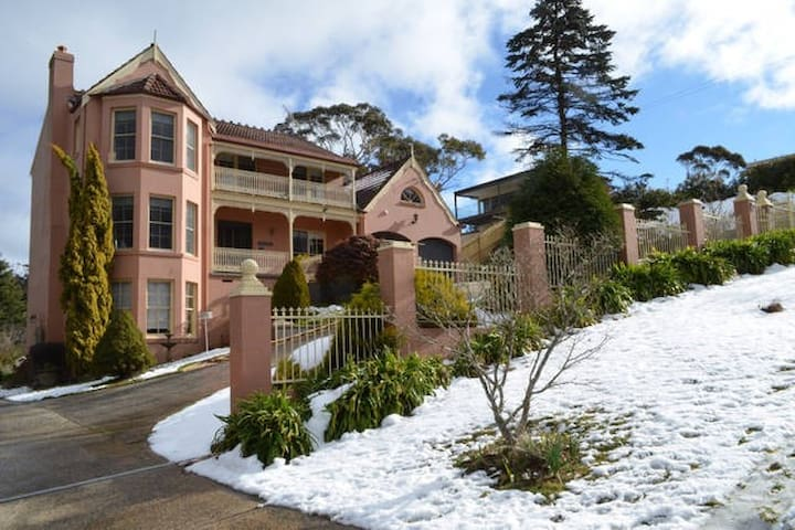 Lovely private 1 Bed Art Studio in Apsley House - Katoomba - Flat