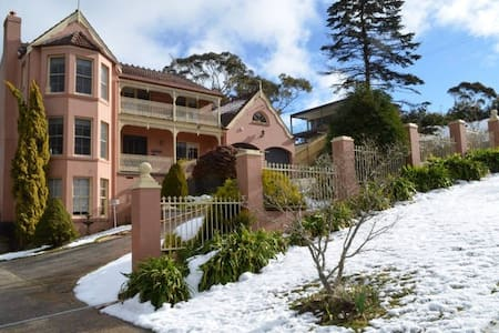 Lovely private 1 Bed Art Studio in Apsley House - Katoomba