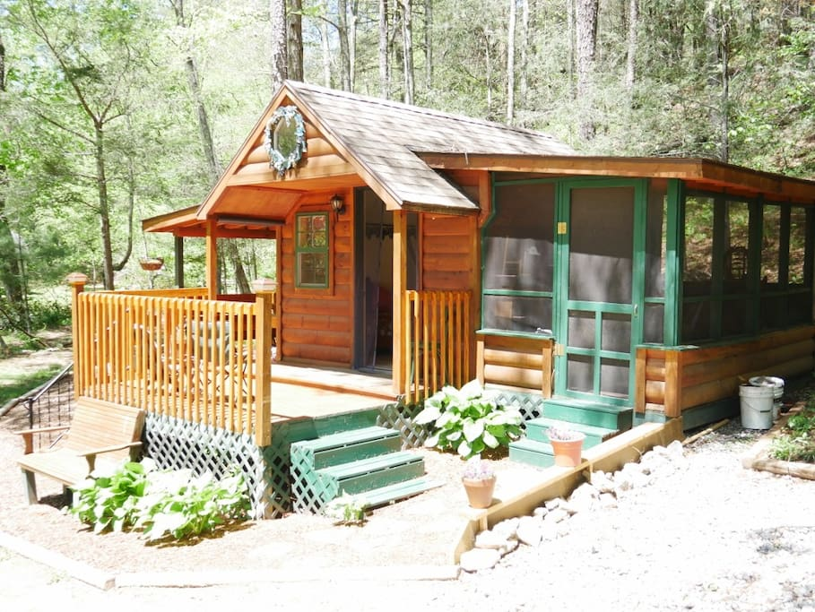 The cove camping cottage chalet in affitto a for Micro costruttori di cottage