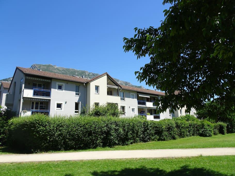 La résidence avec la Chartreuse en arrière plan