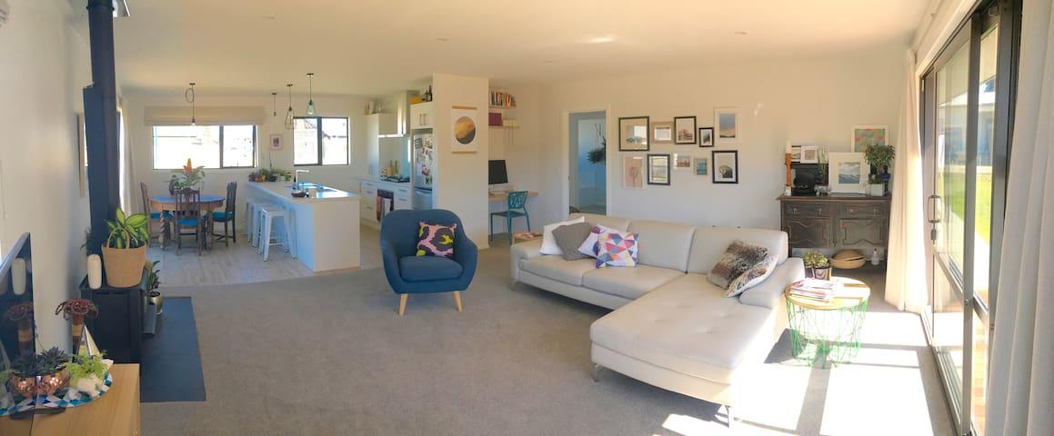 Sunny, modern room - Sherwin Towers. - Albert Town - Rumah