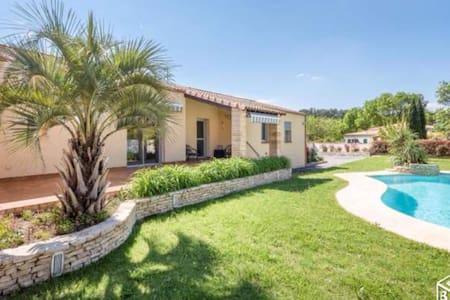 Villa piscine & clim, 10 min Montpellier, 1200m2