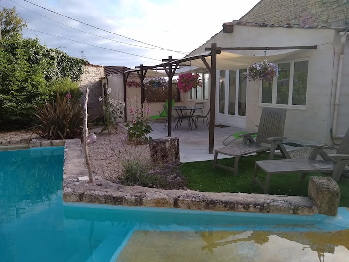 Beautiful & secluded limestone cottage with pool