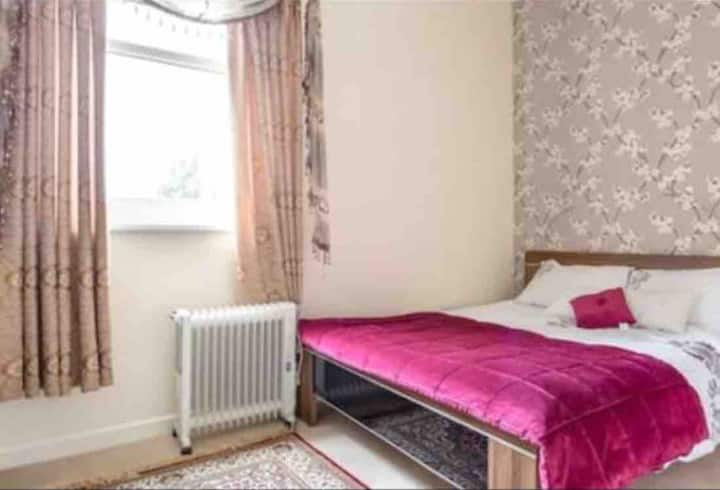 Large Double bedroom with Ensuite. (1)