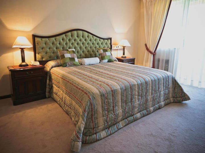 Luxury Honeymoon Suite