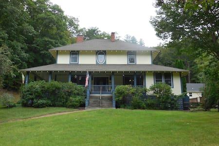 Hideaway at Grace House Inn - Mars Hill