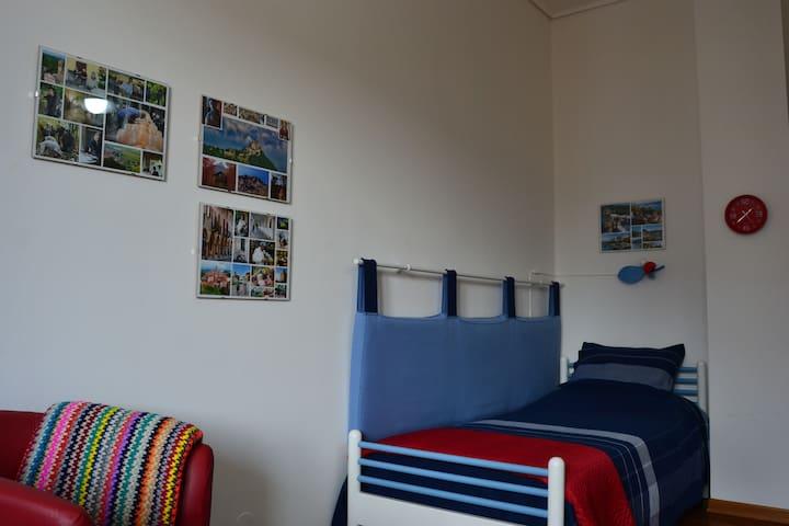 Una stanza accogliente in centro di Cuneo. - Cuneo - Daire