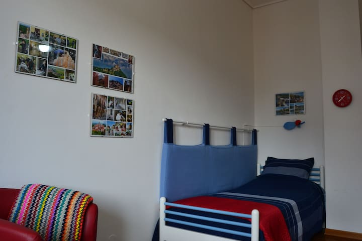 Una stanza accogliente in centro di Cuneo. - Cuneo - Leilighet