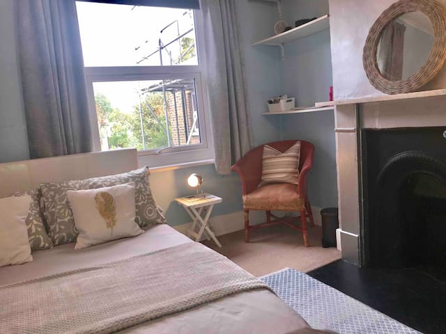 Bright double near station in Peckham/Nunhead area