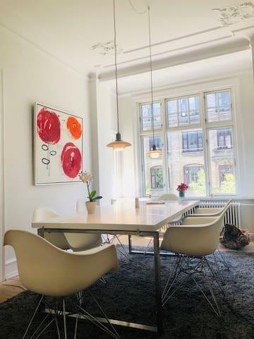 BEST location, LUX Apartment