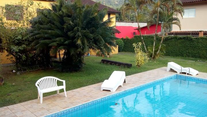 Casa com piscina a 800 m da praia de Boiçucanga