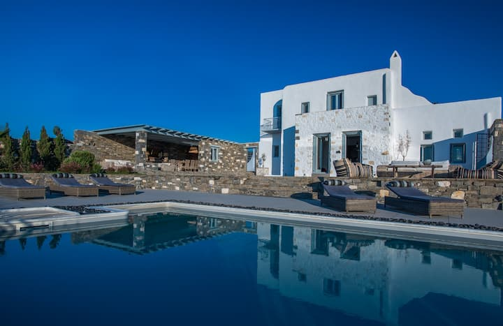 Aelia Luxury Villa with Sea View and Swimming Pool
