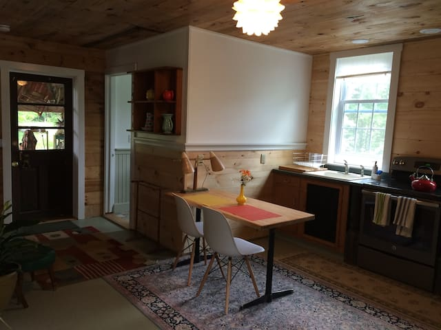 Cozy barn apartment on the river - Williamstown - Apartmen