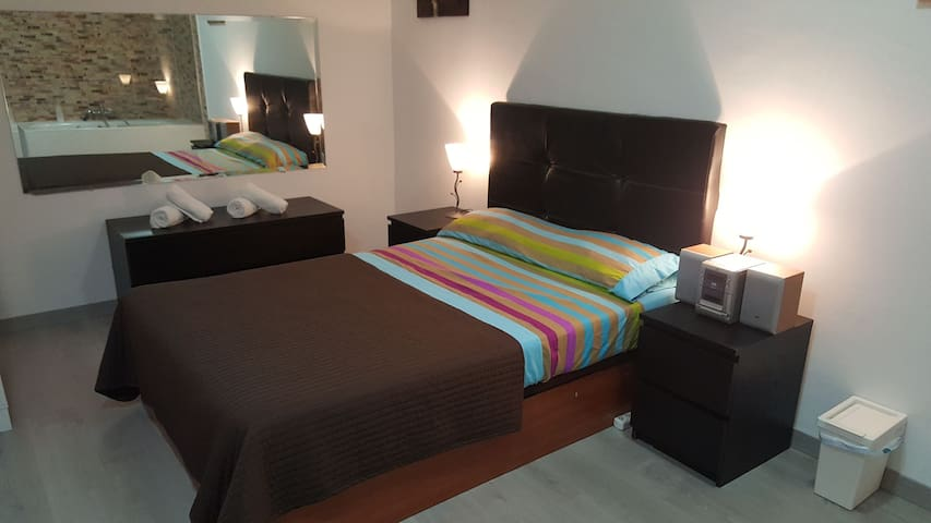 DOBLE ROOM CORNELLA to 15' airport bcn
