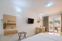Aria apartments with pool in Budva (2)