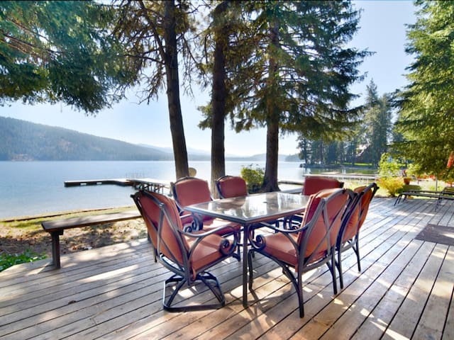 Beautiful Lakefront House at North Beach with Dock