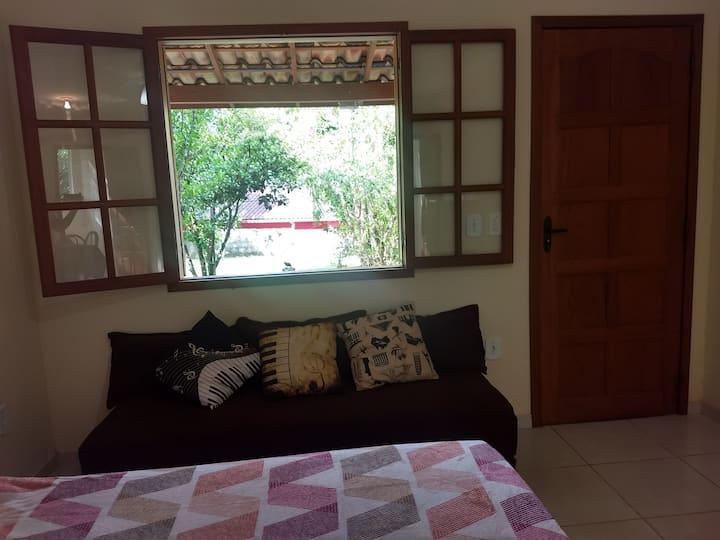 Casemiro de Abreu - Quarto com banheiro e cozinha.