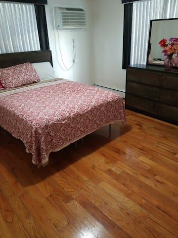 JFK Queens Home away from Home House of Suedajoy 4
