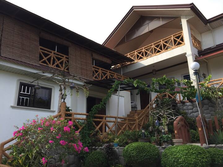 3-Bedroom Vacation HomeTagaytay Near Bag of Beans