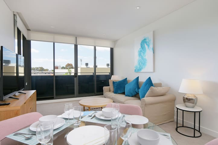 LARGE AND MODERN 2 BED - Easy Access to PERTH+FREO