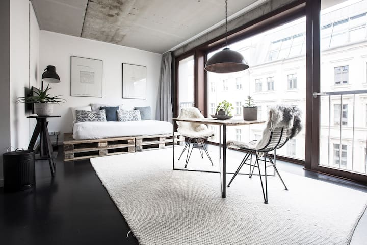 Serviced industrial loft w. rooftop pool & garden