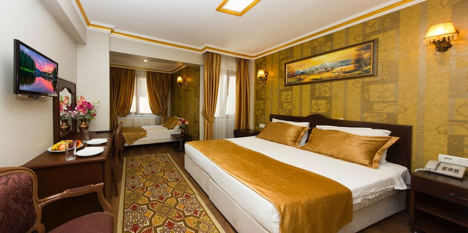 5★ Family room ( 1 double + 2 single beds ) 35 m2