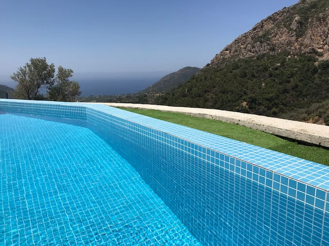 New villa with private pool and stunning views!