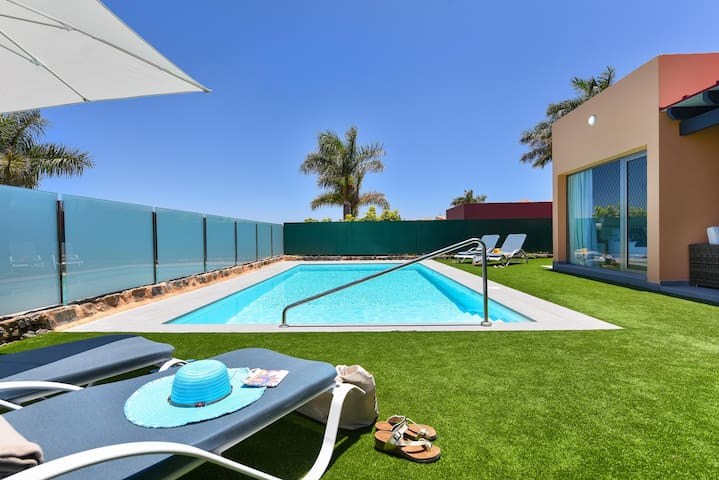 Luxurious Villa with private pool in Salobre Golf