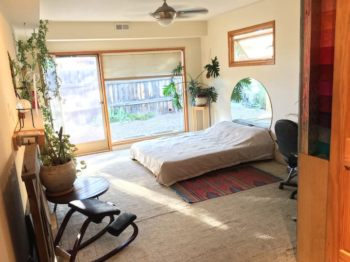 Private studio apt, central, near SF river trail
