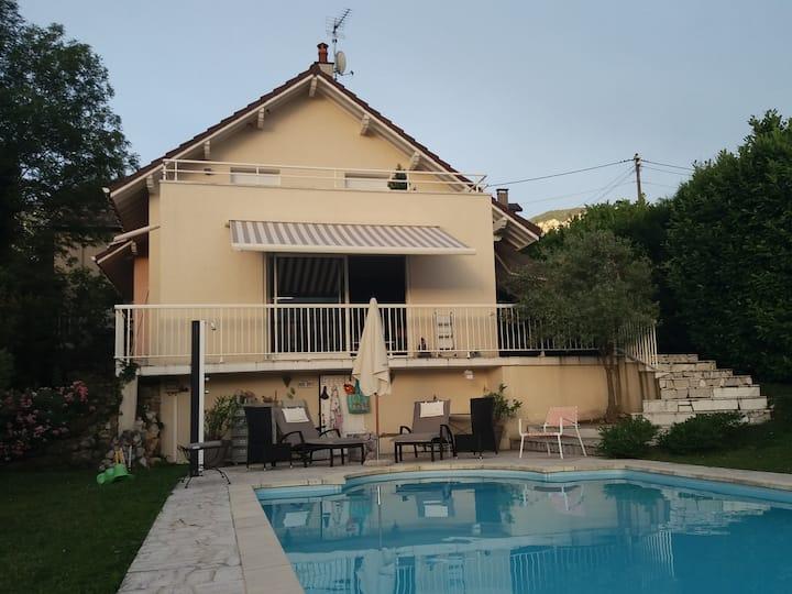 Maison avec piscine sur les 1ères hauteurs d'Aix.