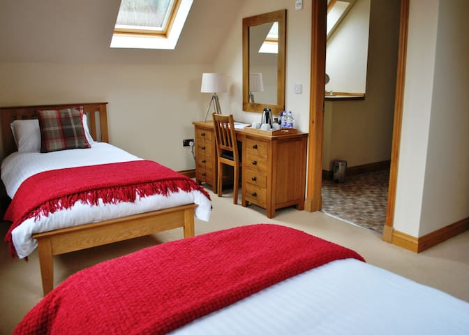 Orchard House Room 3 (twin beds) - Portree - House